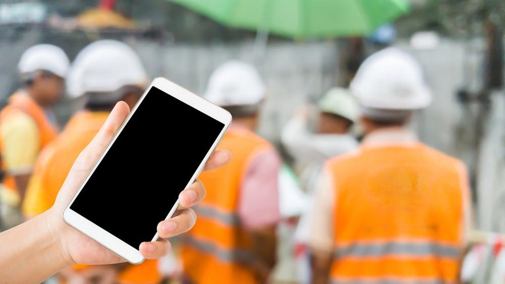 スマホ・タブレットをフル活用!建設現場で役立つアプリ7選 | デジコン